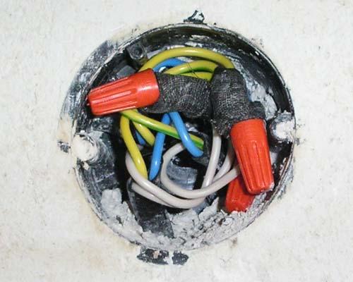 Засовываем провода в