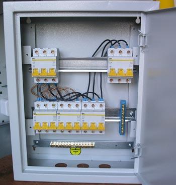 трехфазный вводный автомат