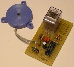 Микросхема DD1: К561ТМ2.  Реле можно использовать РЭС9 (круглое) на 12 вольт.  В качестве пьезоэлемента можно...
