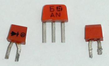 Кремниевые диоды на фоне транзистора кт315