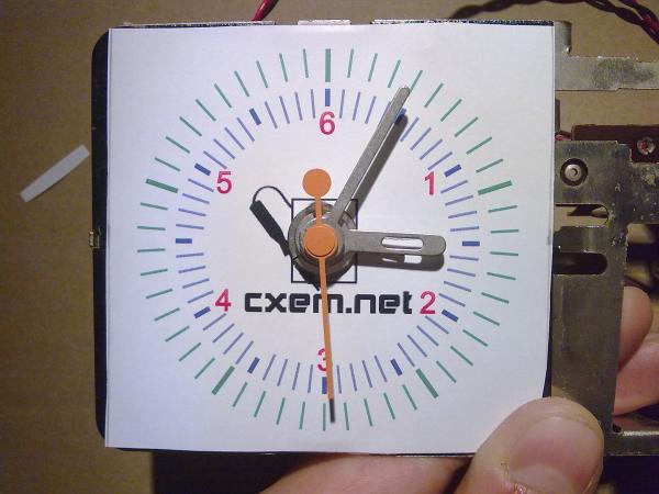 Шкала прибора поверх циферблата часов