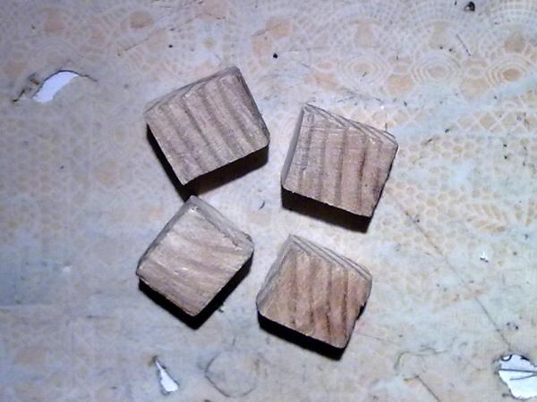 Четыре деревянных параллелепипеда
