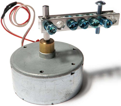 Также можно сделать вибромотор, прикрепив клеммную колодку на вал любого двигателя постоянного тока.