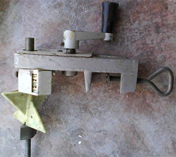 В некоторых моделях устройств промышленного иготовления есть встроенный механический или электронный счетчик витков...