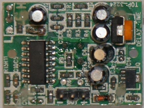 Это явление известно как пироэлектричество.  Пассивные модули с ИК датчиком работают на основе.