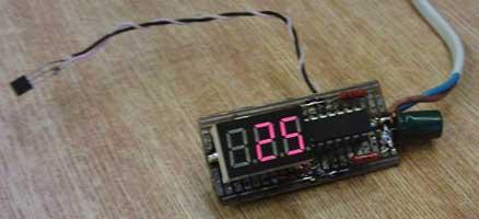 Термометр на микроконтроллере DS18B20.  Собранная схема на макетной плате.