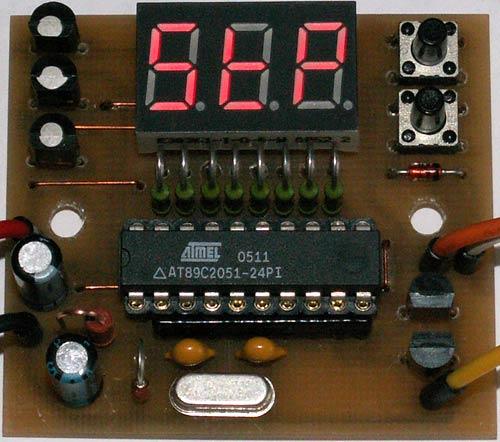 После установки старшего разряда нажимаем кнопку SB2, введённое время отсчёта записывается в память реле времени.