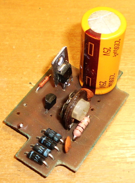 Печатная плата ЗУ со стабилизацией тока на MC33269aj и транзисторе