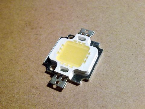 Сверхъяркий светодиод мощностью 10 Вт