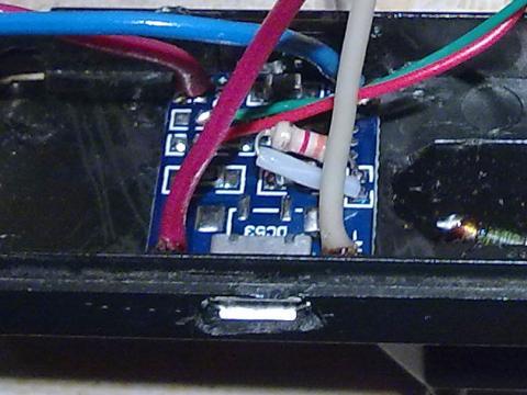 Установленная в корпус плата модуля TP4056