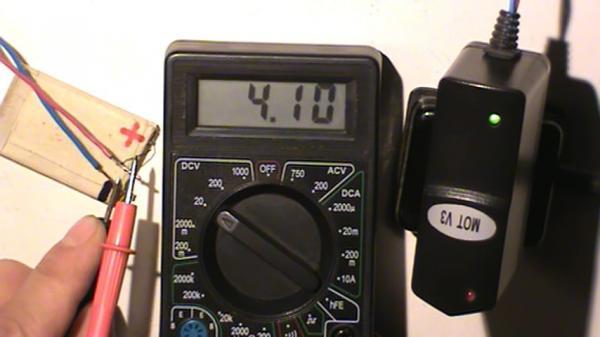 Снижение ЭДС аккумулятора после завершения зарядки