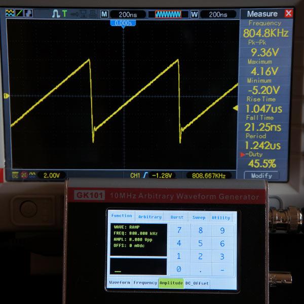 Пилообразный сигнал 808кГц, 8В