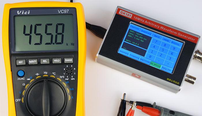 Симметричный прямоугольный сигнал, 456 кГц, 5.7 Вольт