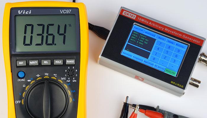 Прямоугольный сигнал с коэффициентом заполнения 33%, частота 1 МГц, 5.7 Вольт