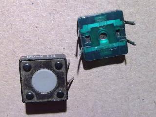 две небольшие кнопки для подачи сигналов управления