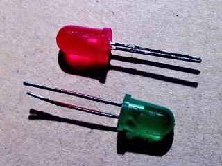 два светодиода для индикации полярности напряжения на выходе