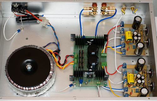 Схема УМЗЧ представляет собой параллельное включение двух операционных усилителей LM3886.  Выходная мощность 2х100 Вт...