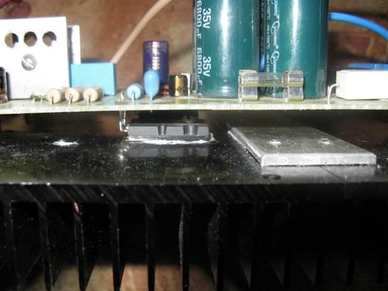 Установка выходных транзисторов на радиатор