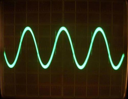 """Шкалы деления, 20В в первом случае, во втором случае...  Есть такое  """"свойство """" у этого...  Остаток несущей частоты на..."""