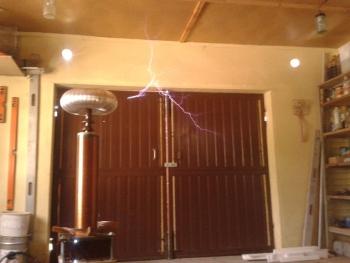 Фото катушки Тесла в действии