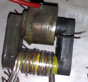 В качестве повышающего трансформатора удобно использовать трансформатор строчной развертки от отечественных...